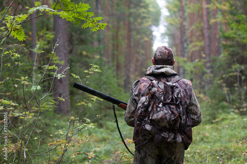Aluminium Jacht hunter in the forest