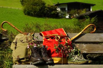 Ruckäcke und Wanderstiefel