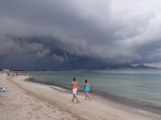Aufziehendes Unwetter an der Küste von Mallorca