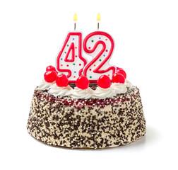 Geburtstagstorte mit brennender Kerze Nummer 42