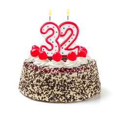Geburtstagstorte mit brennender Kerze Nummer 32