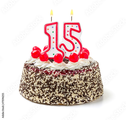 Geburtstagstorte mit brennender Kerze Nummer 15