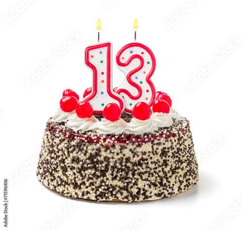 Geburtstagstorte mit brennender Kerze Nummer 13