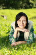 canvas print picture - Junge Frau liegt im Gras