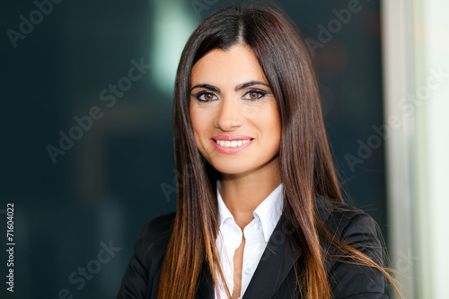 canvas print picture Smiling young business woman