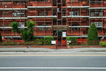 Cantiere edilizio, ponteggi di sicurezza, palazzo