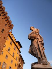 Atardecer, palacio y escultura, Florencia, Italia