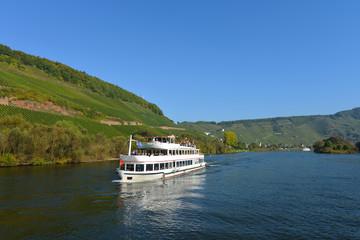 Mosel, Schiff, Weinberge, Ausflugsschiffe, Tourismus, Ürzig