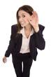 Frau hört sich um: isolierte Geschäftsfrau lauscht Neuigkeiten