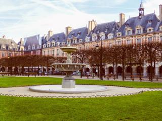 Retro look Place des Vosges Paris