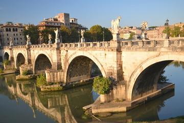 Malowniczy widok na most Świętego Anioła  w Rzymie, Włochy