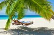 Rest in Paradise - Malediven - Postkartenmotiv mit Sonnenliegen,