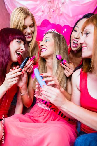 canvas print picture Frauen feiern Junggesellinnenabschied mit Sex Toys