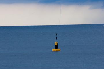 Windhose über dem Meer in Monaco
