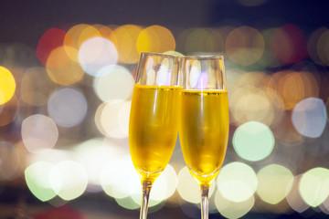 シャンパングラスで乾杯