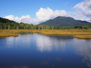 尾瀬ヶ原の池塘と燧ケ岳