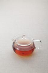 紅茶の入ったガラスポット