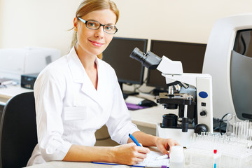 Woman in a laboratory working with samples.