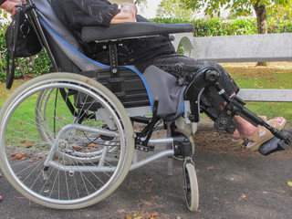 Personne âgée en fauteuil