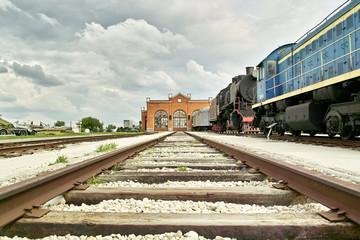 Ferrovia con la stazione in fondo