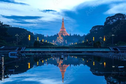 Reflection of Shwedagon pagonda - 71642644