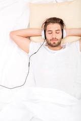 Musik hören im Bett