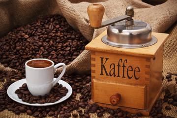 Kaffeetasse mit Kaffeemühle