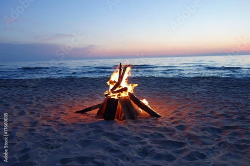 Foto op Plexiglas Meer / Vijver Campfire at dusk by the lake