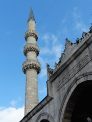 Minarett der Yeni Cami oder Neuen Moschee in Istanbul Eminönü