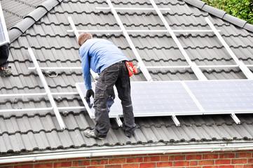 Solarzellen montieren