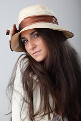 Ragazza con cappello