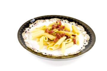 Frisch Gebratene Nudel mit Wurst und Käse