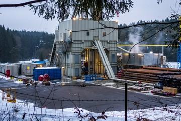 Fracking-Anlage bohrt nach Erdwärme