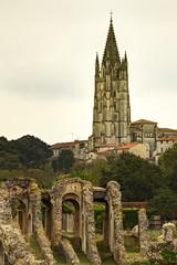Arènes de Saintes et église Saint Eutrope 2
