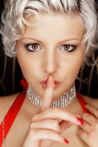 canvas print picture blonde Schönheit hält Finger vor den Mund - shhh
