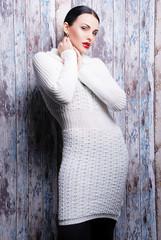 белый, длинный  свитер