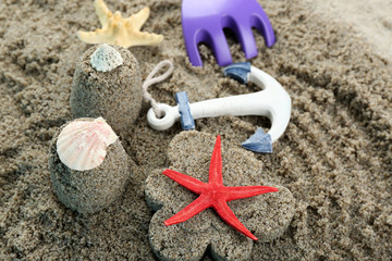 Flower-shaped  and castle-shaped sand, starfish and children