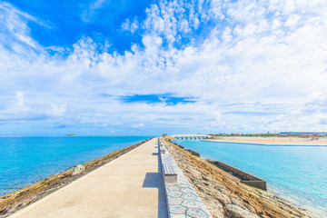 Breakwater with benches and the horizon