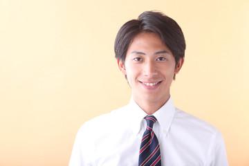 笑顔の若いビジネスマン