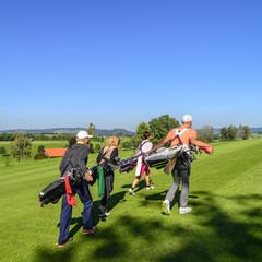 Golf-Flight auf dem Platz unterwegs
