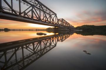 żelazny,kolejowy most zwodzony na rzece Odrze