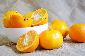 The mandarins in the bowl