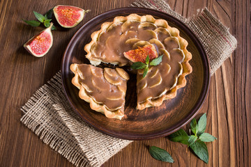 chocolate-banana tart with figs