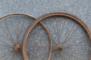 Old oxidized and damaged bicycle weels