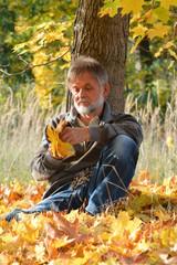 Mann mit Blätter