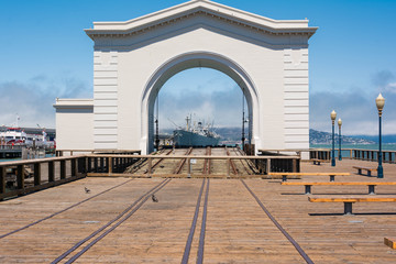 The arc and the ship, San Francisco