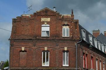 Façade d'un immeuble en brique de 1869