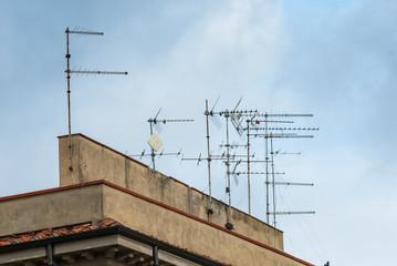 Antenne sui tetti televisive, ripetitore