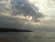 canvas print picture - Sonnenstrahlen und Wolken über der Baie des Trépassés