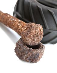 écrou et boulon pneu usagé